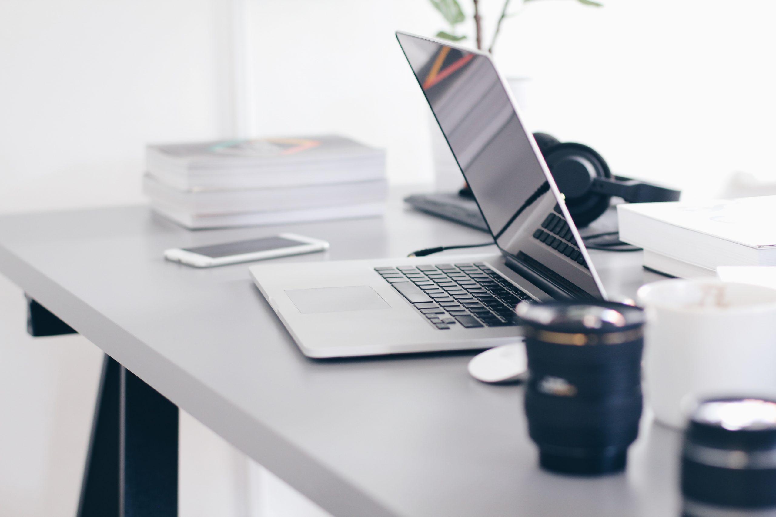 Sådan gør du din arbejdsplads mere ergonomisk korrekt